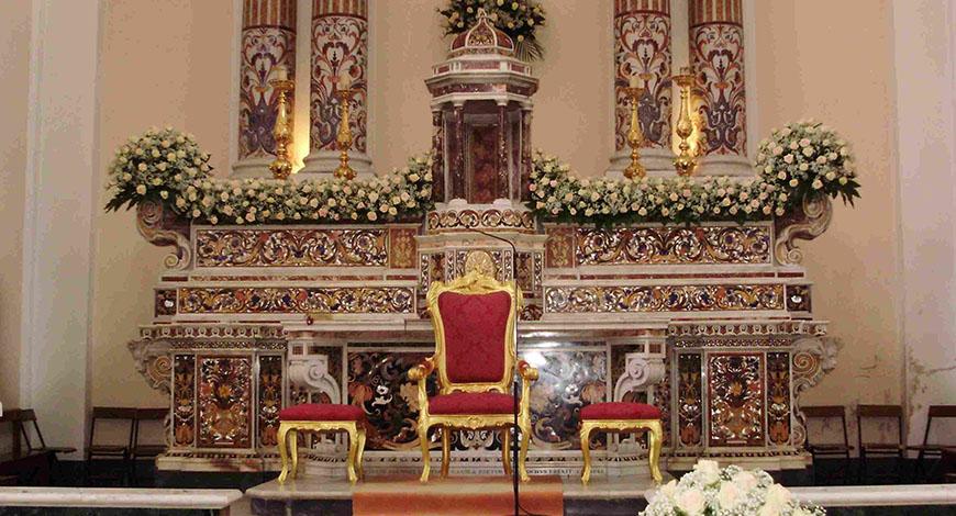Altare in pietre chiesa di Sant'Agata sui Due Golfi